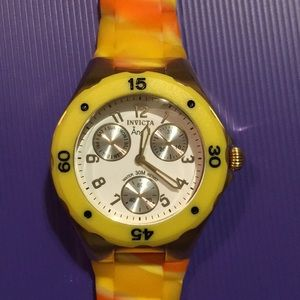 Invicta watch with silicone band. Working battery